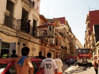 Los bomberos evacuan por el balcón a una mujer de más de 200 kilos en Valencia